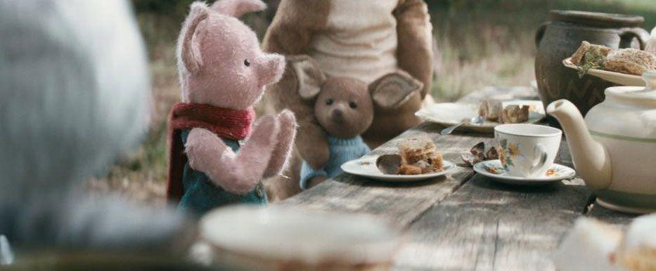 Christopher Robin Review - Piglet an Roo havinga Party